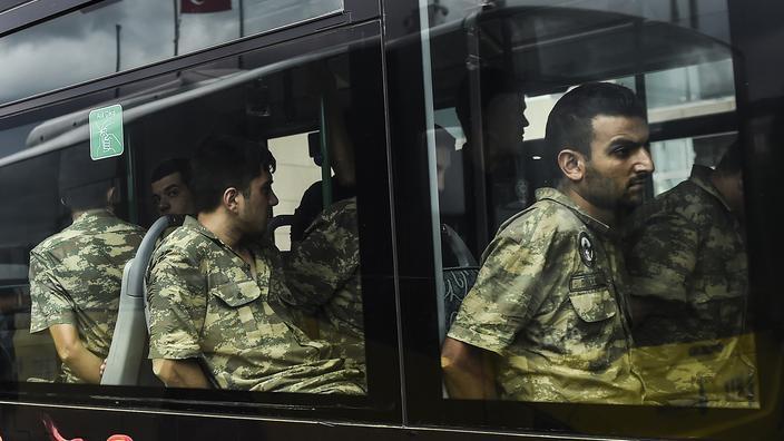 Coup d'État manqué : des centaines de Turcs encourent la prison à vie