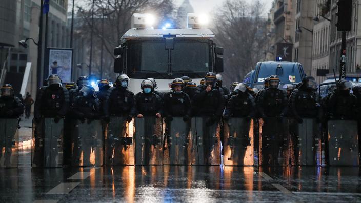 Loi «sécurité globale»: des manifestants accusent la police de violences à Paris