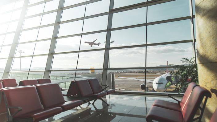 Restrictions aux voyageurs arrivant en France : septaine, test PCR... Tout ce qu'il faut savoir