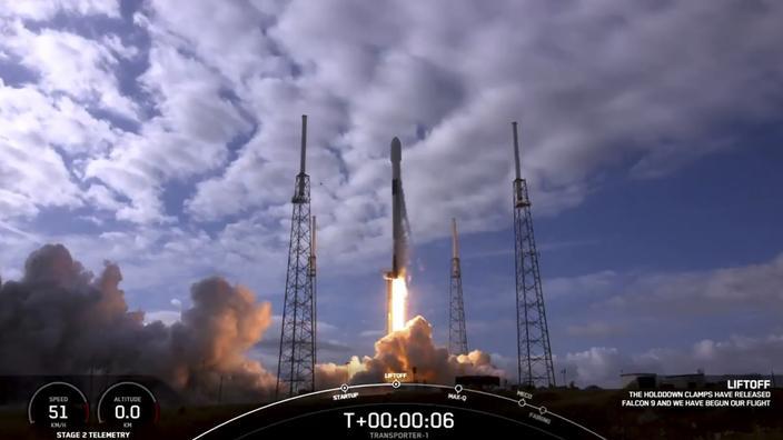 Une fusée de SpaceX envoie un nombre record de satellites dans l'espace