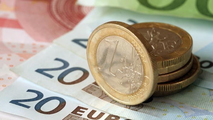 Les Français épargnent en moyenne 276 euros par mois actuellement - Le Figaro