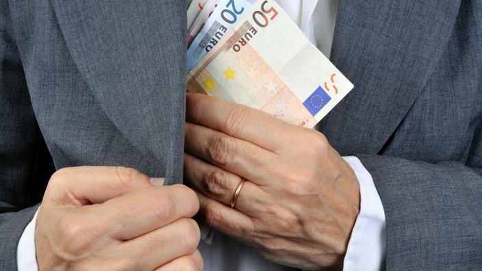 «Épargne Covid» : comment les banques gèrent le matelas de cash des Français - Le Figaro