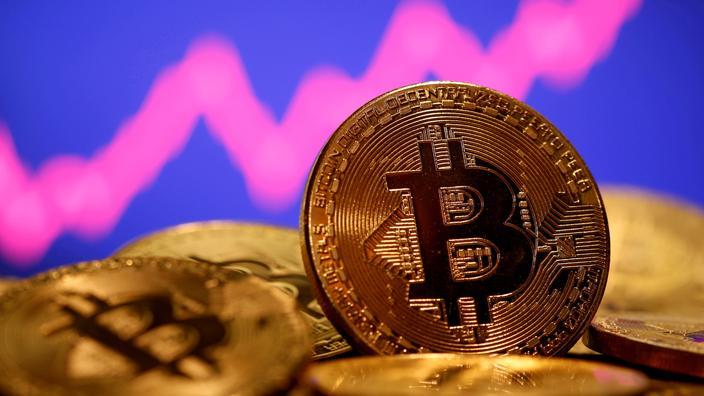 Le bitcoin dépasse pour la première fois la barre des 60.000 dollars - Le Figaro