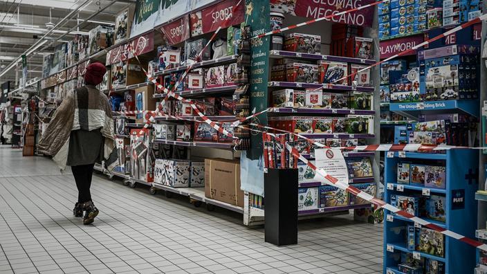 Fermeture des commerces et rayons non-essentiels : «C'est un sacré coup de massue»