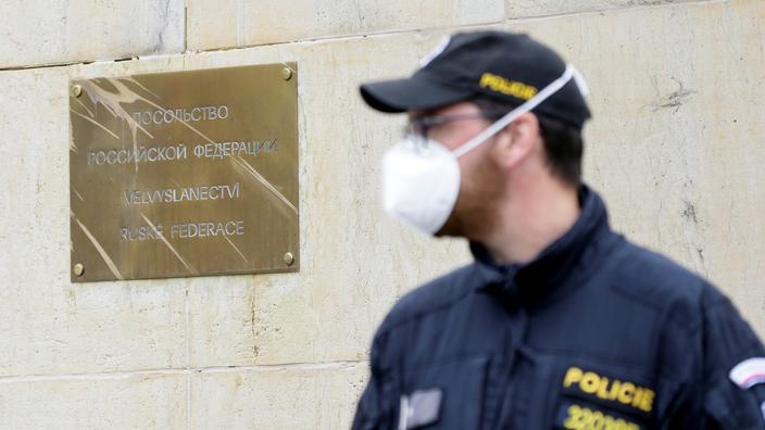 Expulsions de diplomates : Moscou promet des «mesures de rétorsion» envers Prague