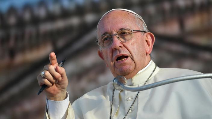 Le pape François serre la vis contre les mafieux