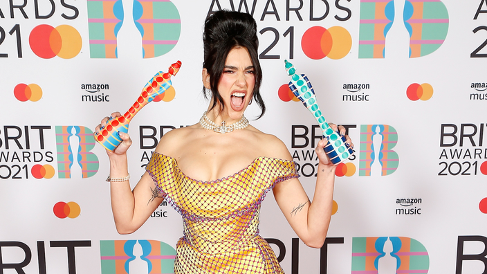 Dua Lipa sacrée lors de Brit Awards très féminins