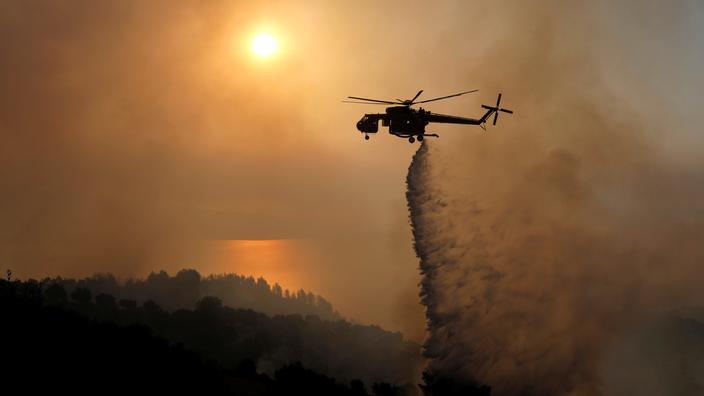 Grèce : près de 300 pompiers en lutte contre un incendie dans le Péloponnèse