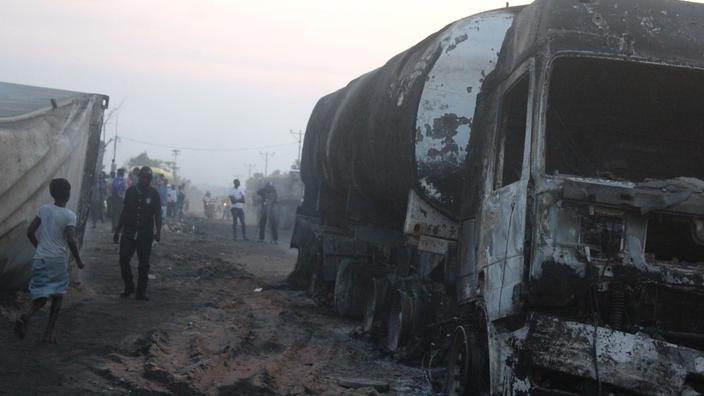 RDC : 33 morts dans la collision d'un camion transportant du carburant et un bus