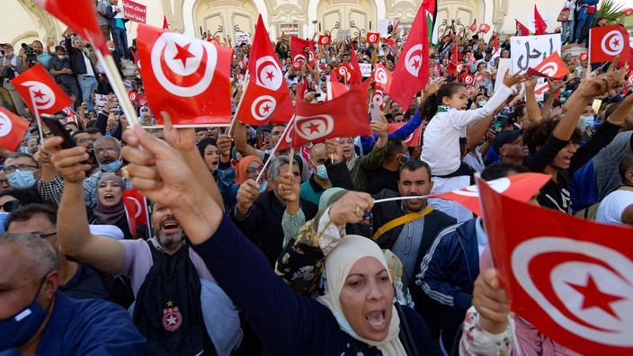 Tunisie: au moins 6000 manifestants à Tunis «contre le coup d'État» du président Saied