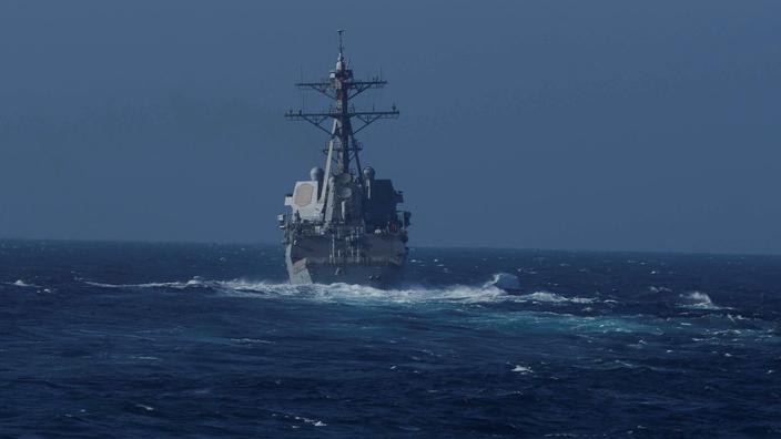 Deux navires de guerre russe et américain frôlent l'incident en mer du Japon