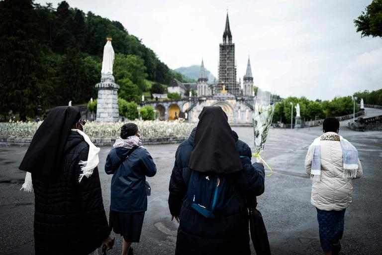 Déconfinement: le sanctuaire de Lourdes rouvre ses portes aux pélerins, ce 16 mai 2020 (Vidéo - 2 min) 8f898b01f91cfdd19ca7a828516c32ee78f78dcc2ef80e00b1dcbe3ddba0e788
