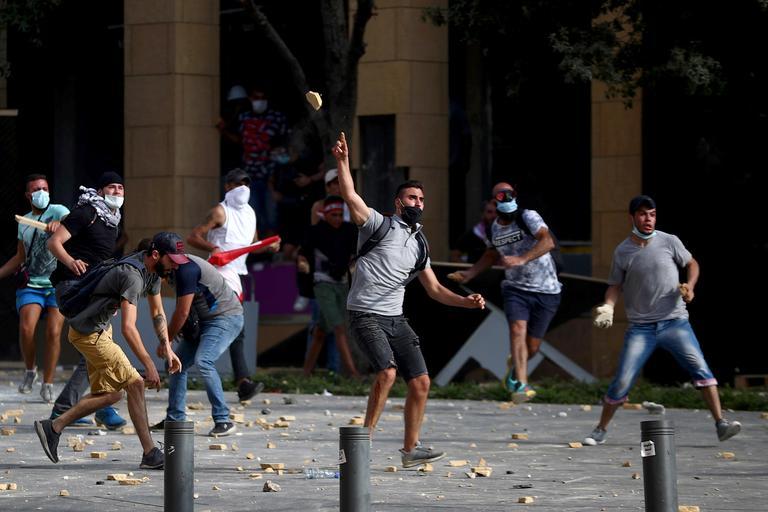 Des manifestants libanais, le 8 août 2020.