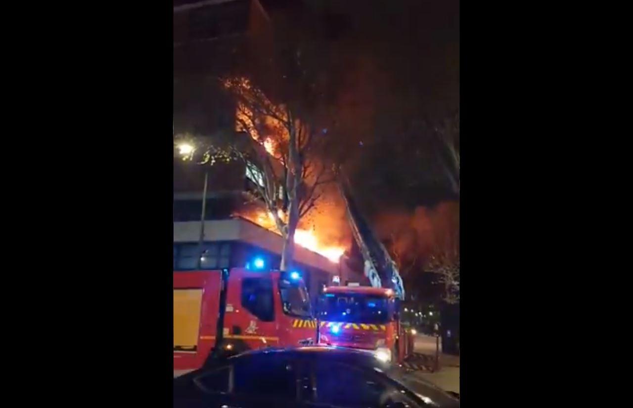 à Paris Un Important Incendie Dans Un Immeuble Du 19e