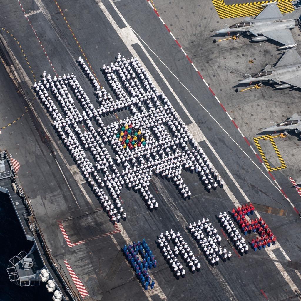 EN IMAGES - Des marins rendent hommage à Notre-Dame de Paris