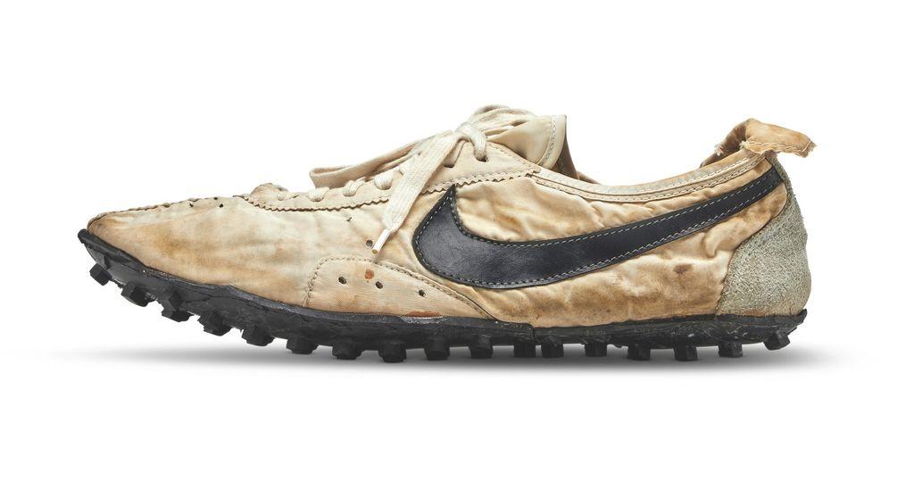 a78fcf9665e5 Une paire de Nike vendue 437.500 dollars aux enchères