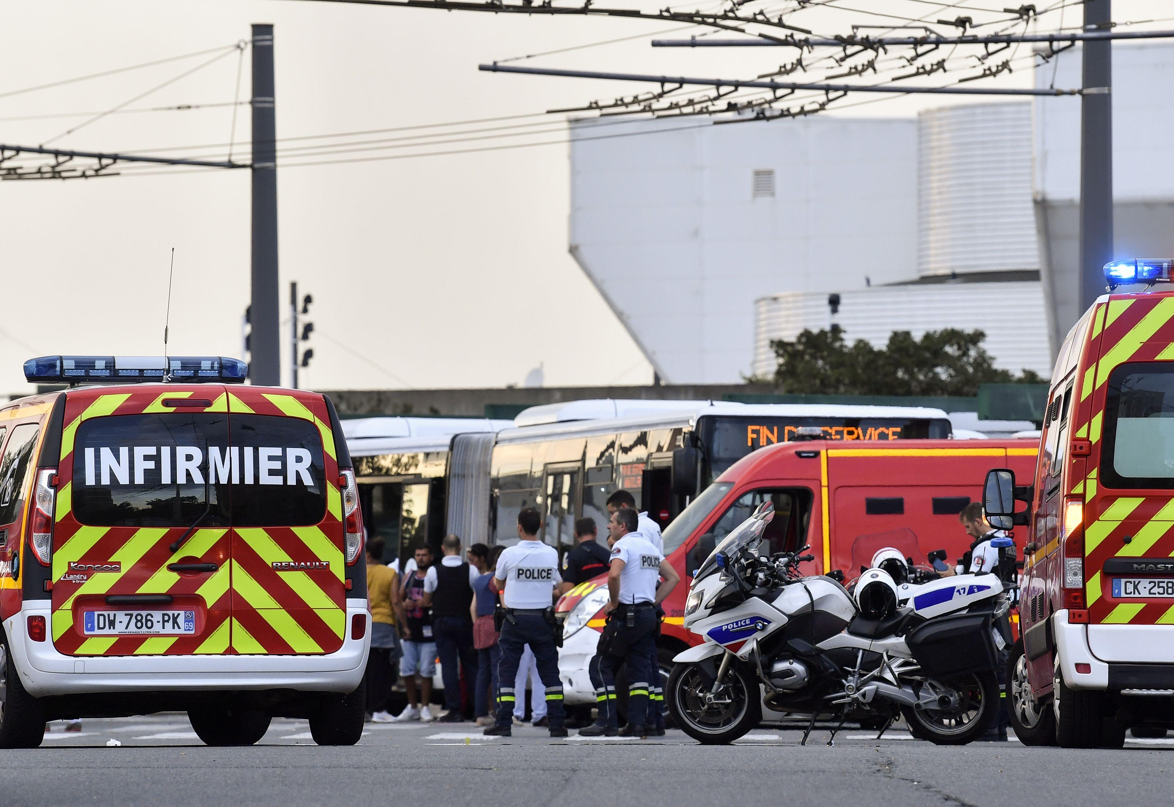 Agression à L Arme Blanche à Villeurbanne Un Mort Et Huit Blessés