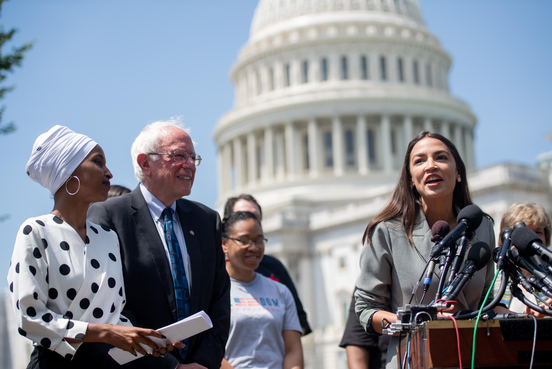 Primaire démocrate: Ocasio-Cortez soutient la nomination de Sanders