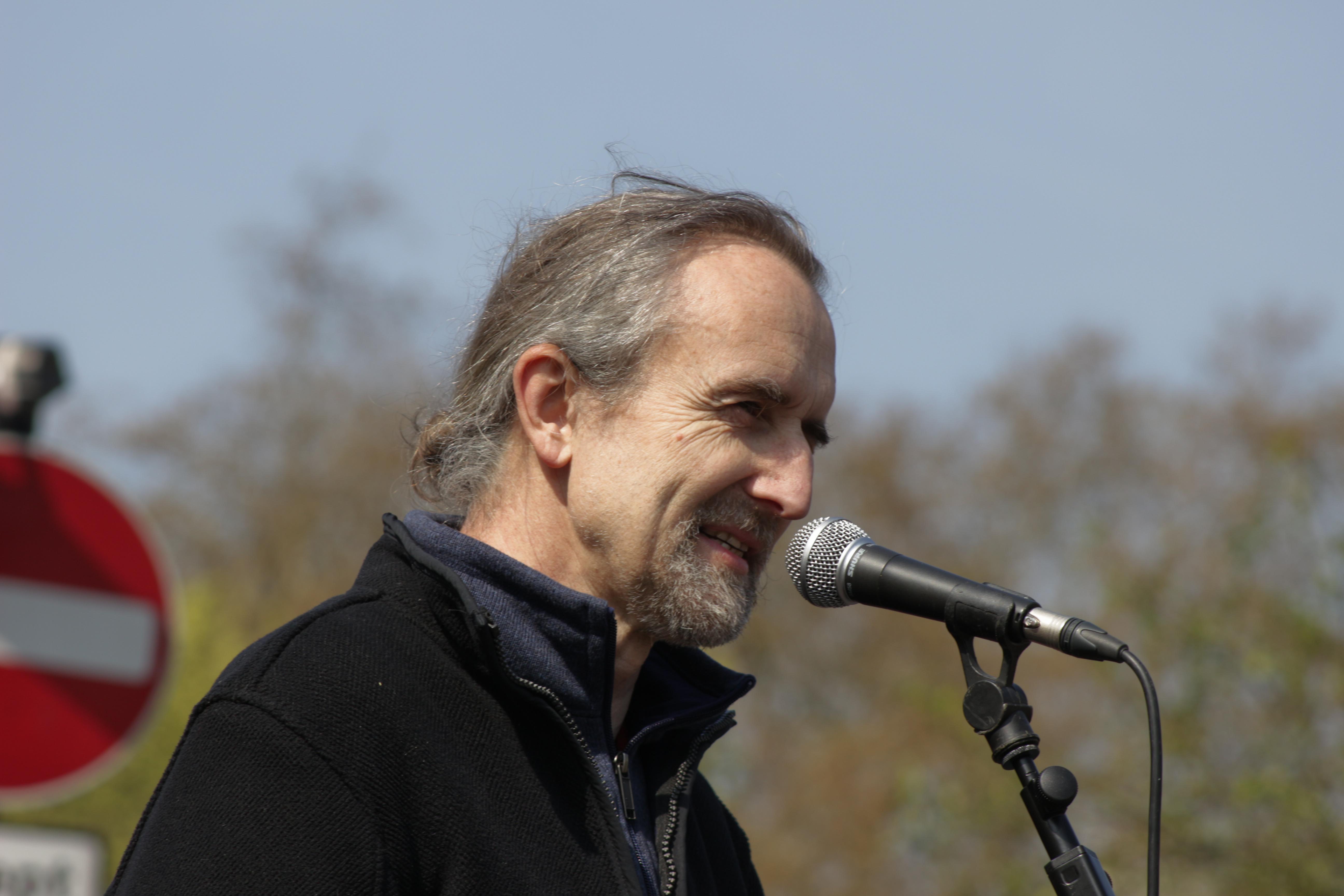 Le co-fondateur d'Extinction Rebellion minimise l'Holocauste