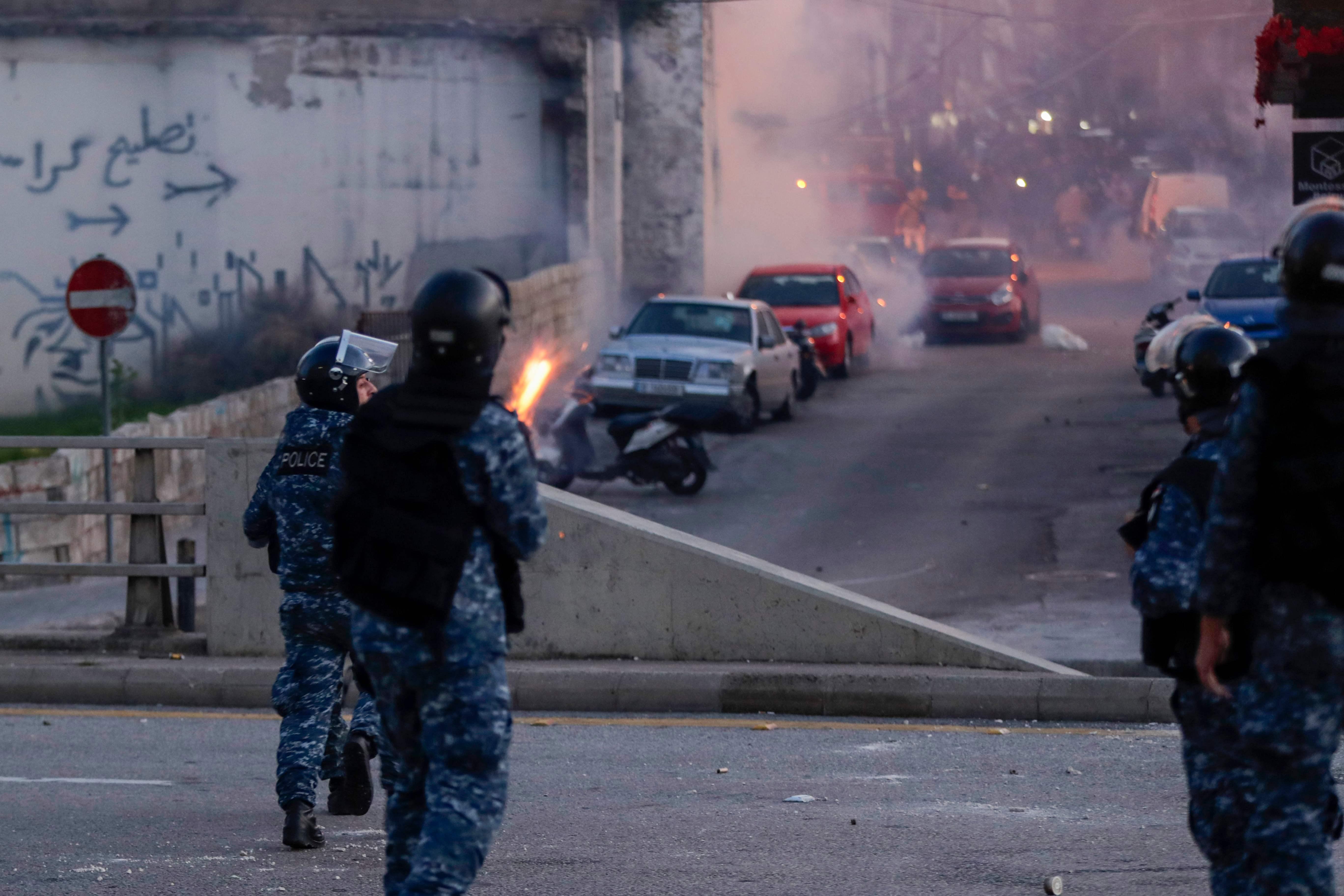 Liban : heurts entre la police et des jeunes opposés à la contestation