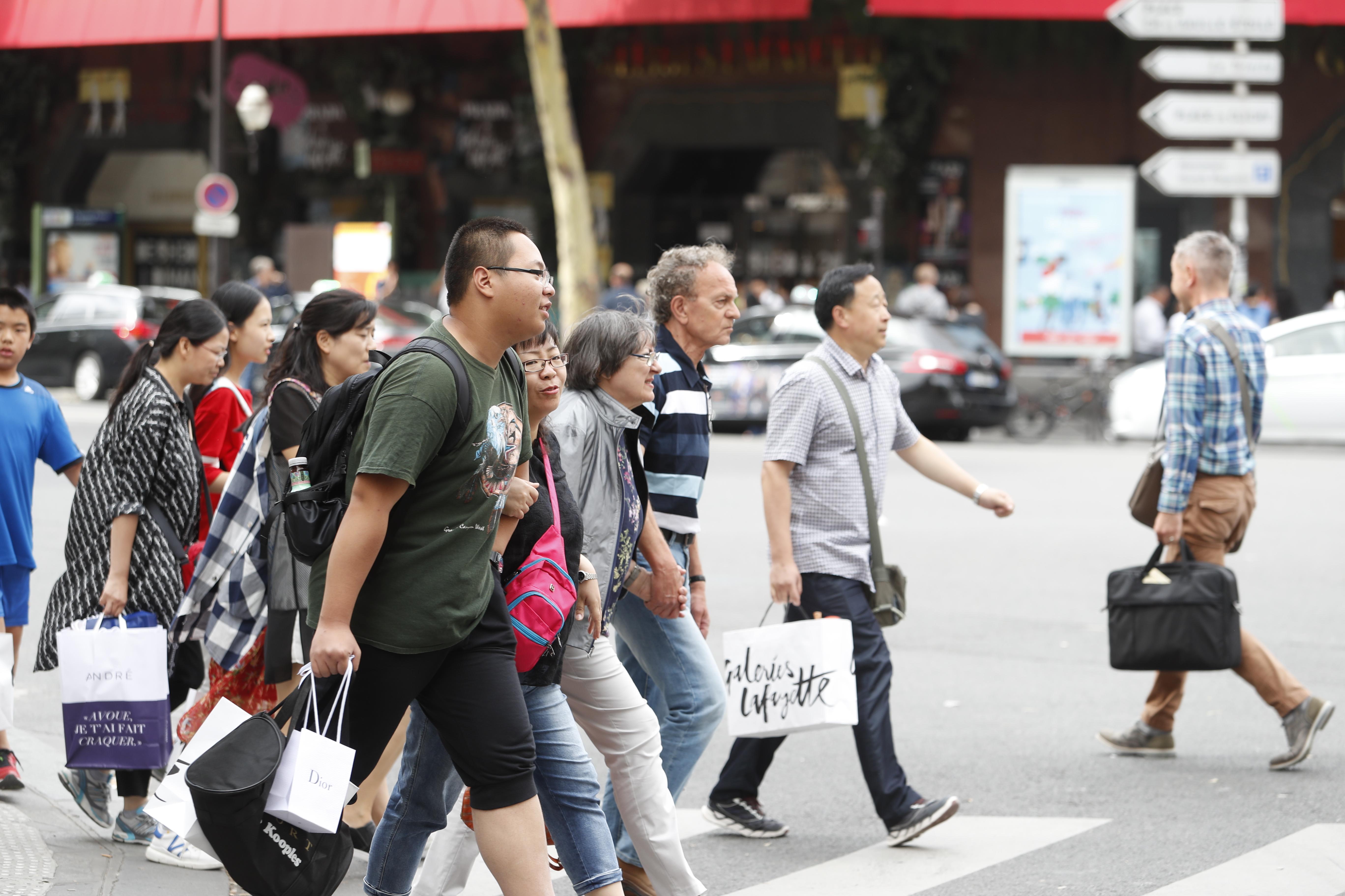 Coronavirus : les touristes chinois en France, une manne menacée