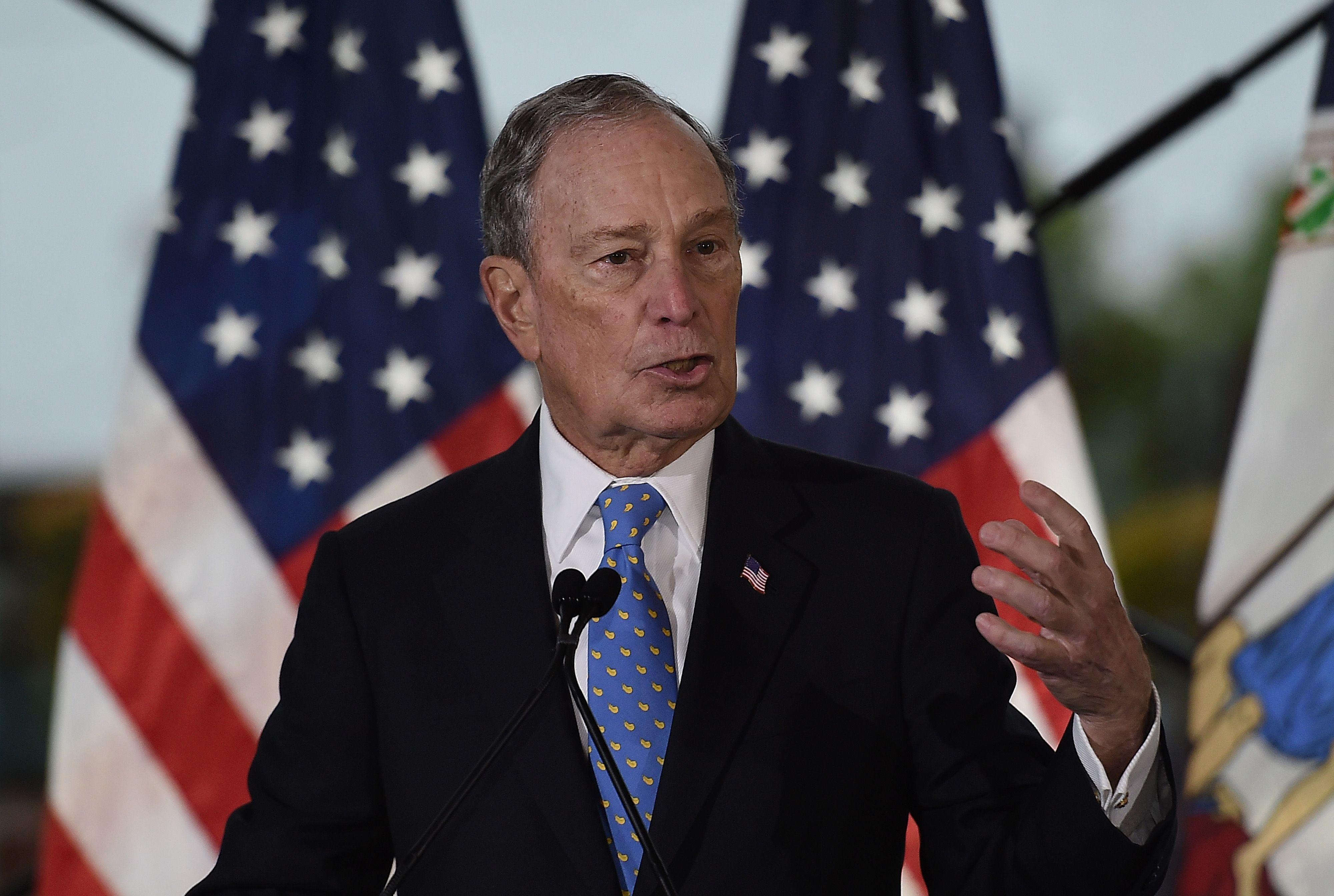 Primaires démocrates : Bloomberg se qualifie pour son 1er débat et se pose en candidat de premier plan