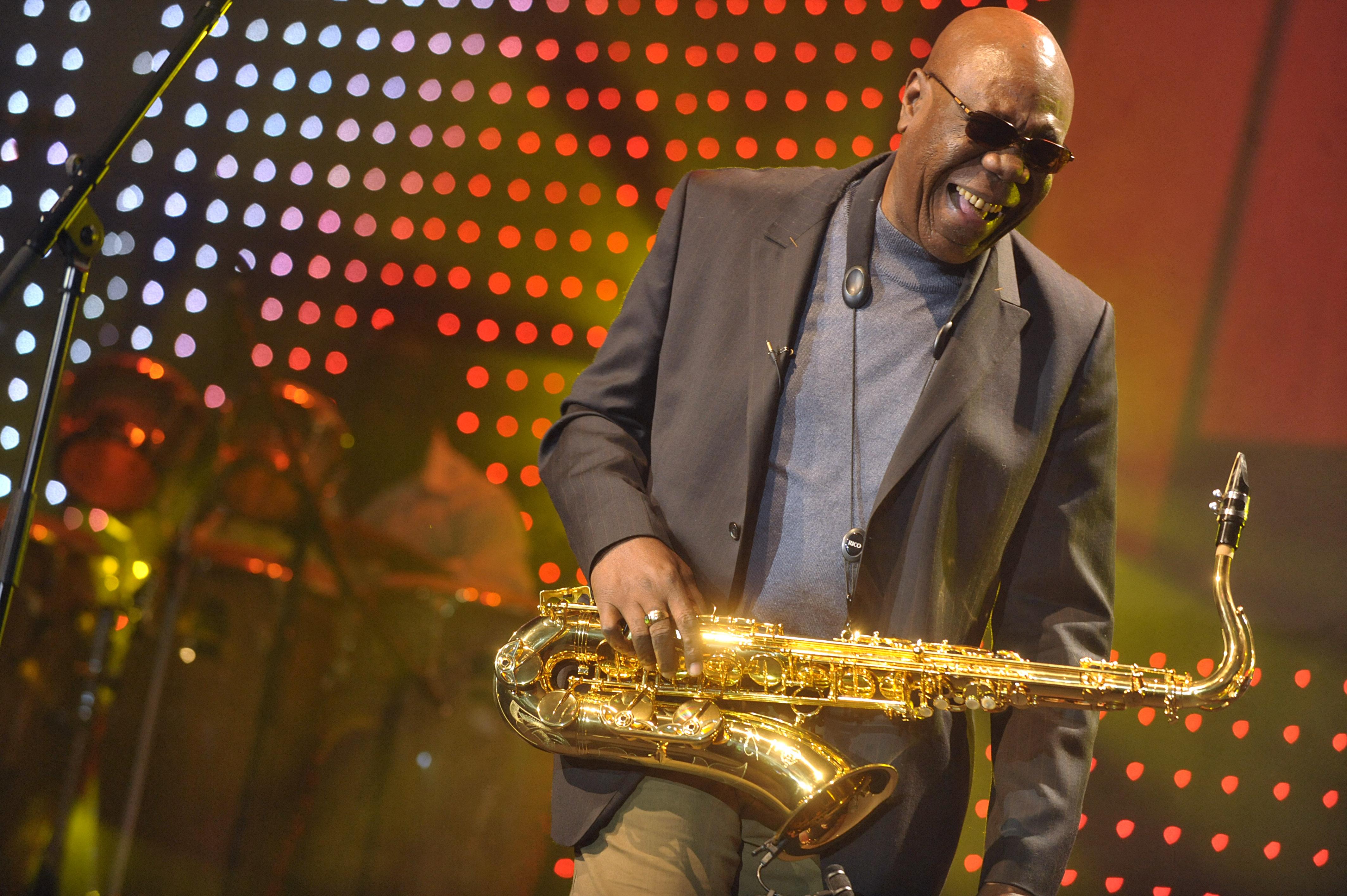 Un immense musicien»: les derniers hommages à Manu Dibango, mort ...
