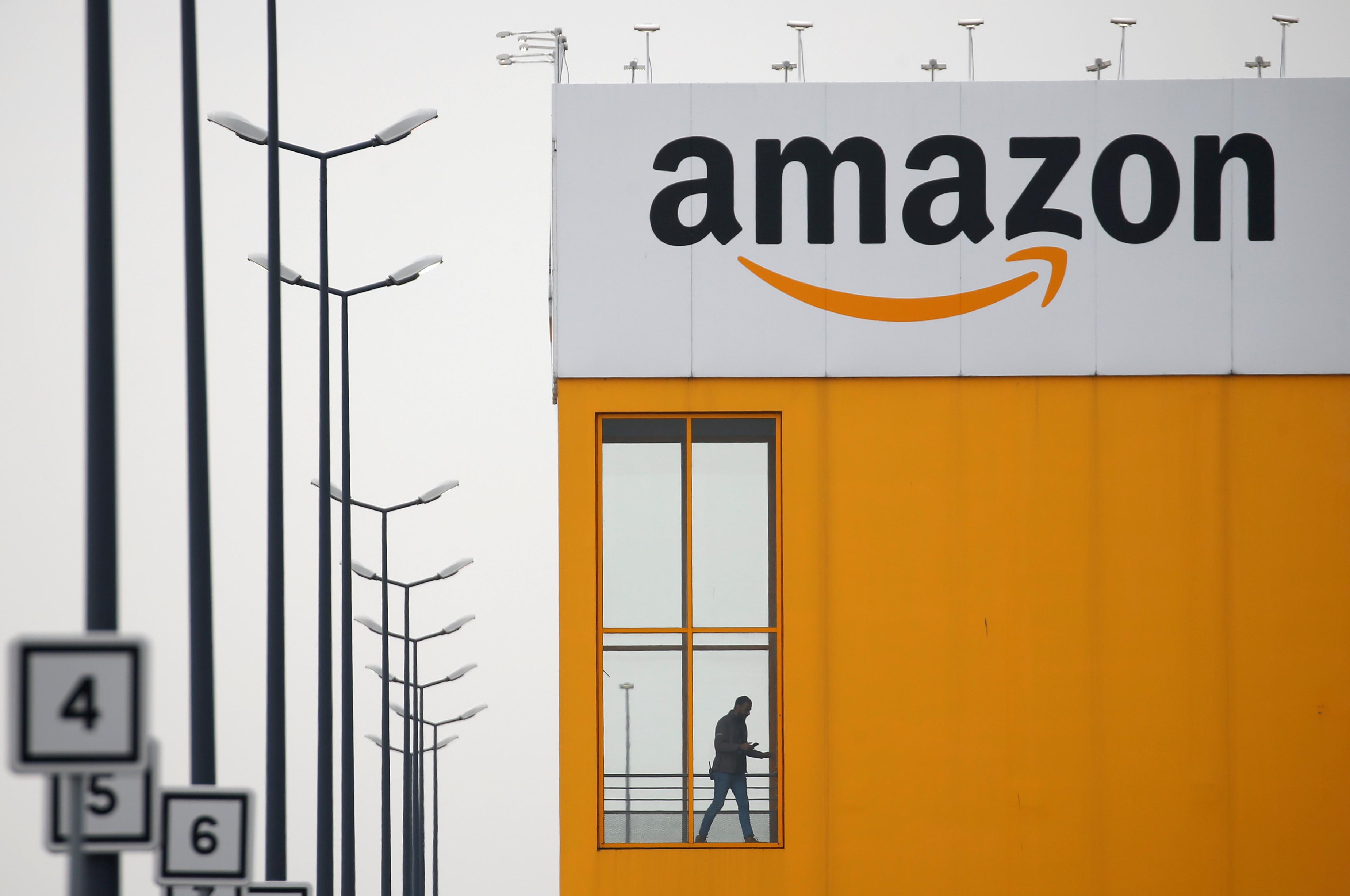 Au travail pour livrer «des huiles de massage et des jeux vidéo», les employés d'Amazon de plus en plus inquiets