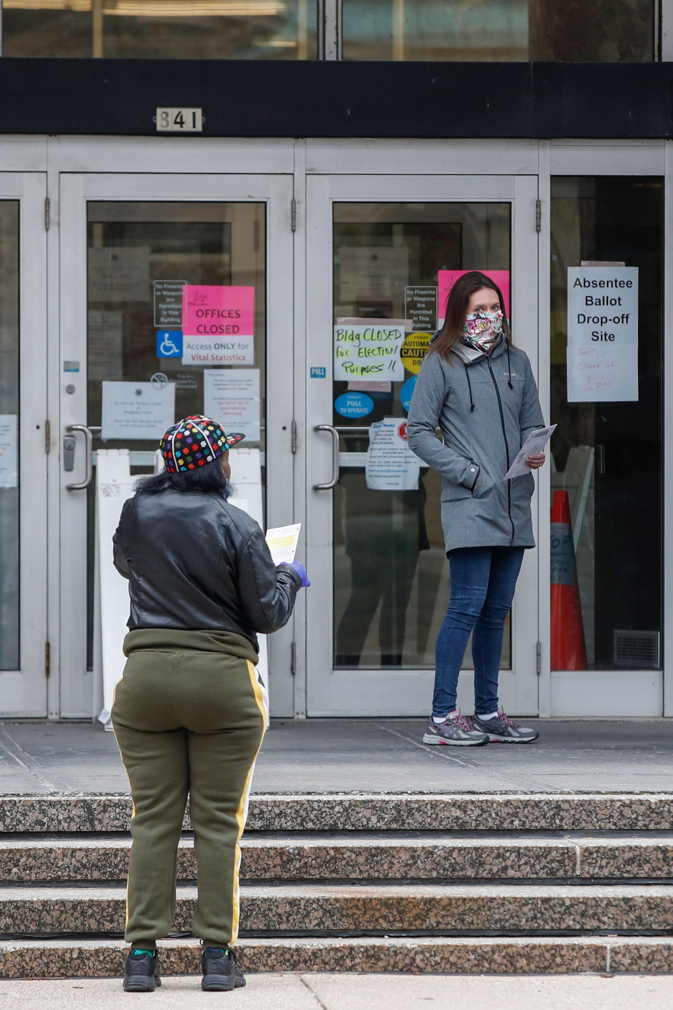 Coronavirus : la Cour suprême du Wisconsin ordonne la tenue des élections prévues mardi