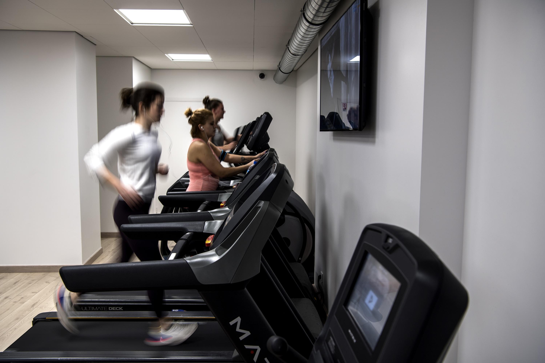 L Epuisante Course A L Hygiene Des Salles De Sport Pour Reussir Le Deconfinement