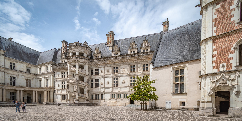 Au château de Blois, les fouilles archéologiques retracent l'histoire du site jusqu'au Néolithique