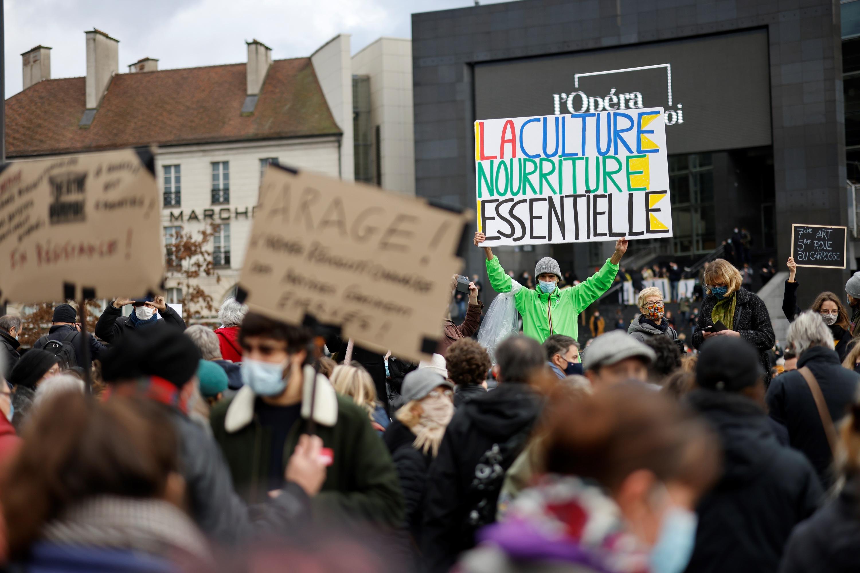 «Ce n'est pas désobéir, c'est résister» : à Albi, un théâtre rouvre malgré l'interdiction