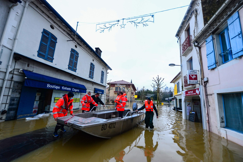 Landes : une «lente» décrue en cours à la faveur d'un samedi sec