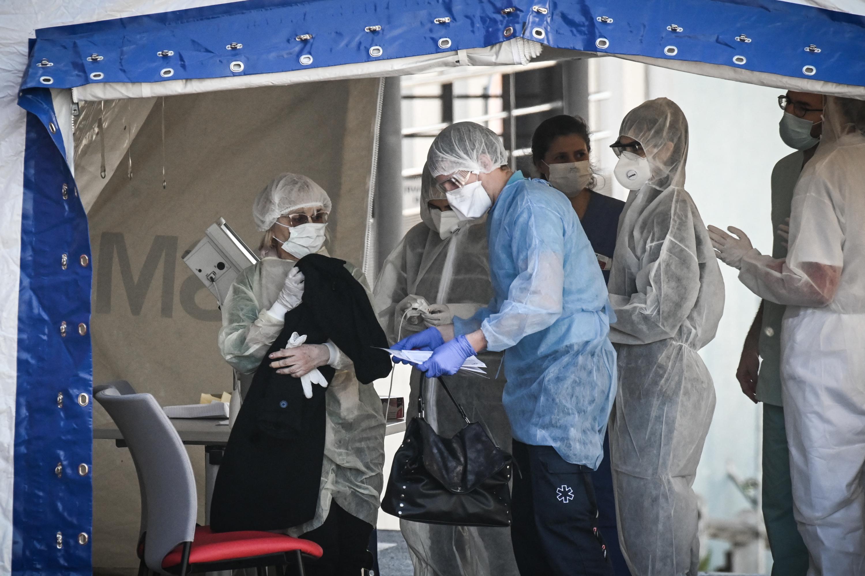 Covid-19 : que sait-on sur le variant de Créteil découvert à l'hôpital Henri-Mondor ?