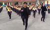La vidéo de ce directeur d'école chinois qui danse avec ses élèves fait un carton