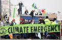 Londres: des militants écologistes s'enchaînent devant la maison de Jeremy Corbyn