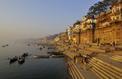 Inde: Bénarès, le voyage qui a transformé Julie Andrieu