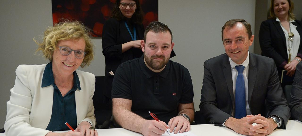 Le groupe Adecco signe en grande pompe son 25.000e CDI intérimaire