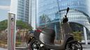 Les motos et scooters électriques peuvent rouler sur les voies de bus