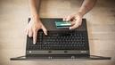 Authentification forte pour les paiements par carte bancaire: ce qui change le 15 mai pour les clients des banques