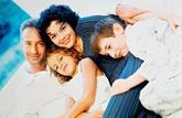 Famille : les aides versées aux parents seraient rabotées en 2015