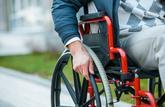 Circuler en fauteuil roulant sur les pistes cyclables est interdit