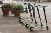 On ne gare plus sa trottinette électrique sur les trottoirs à Paris