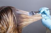 Les décolorants pour cheveux sont dangereux