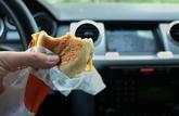 Les repas trop riches augmentent les risques d'accident sur la route