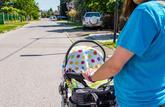 Couvrir la poussette de son bébé avec un linge est dangereux en cas de forte chaleur