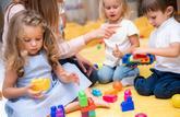 Les enfants doivent désormais recevoir une instruction dès l'âge de trois ans