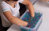 Jouer avec des perles d'eau peut être très dangereux pour les jeunes enfants !