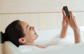 Utiliser son téléphone dans la salle de bains est dangereux