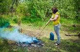 Brûler ses déchets verts dans son jardin est interdit, sauf rares exceptions
